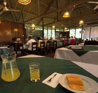 sandoval lake albergue lodge tambopata peru amazon